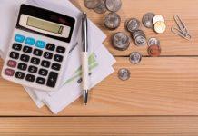 Calculadora, Moedas e Caneta