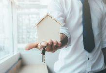 Débito condominial com compromisso de compra e venda sem registro