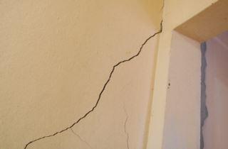 Imagem de trinca em parede.
