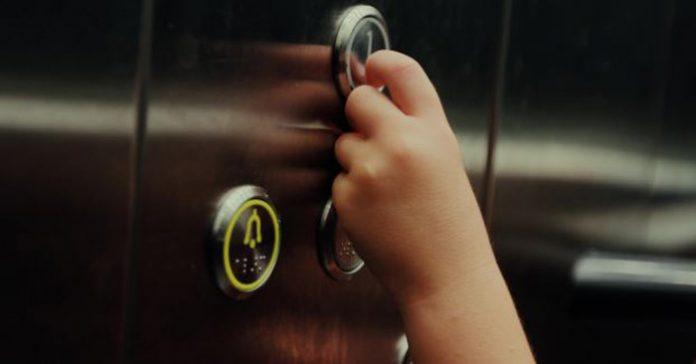 Fiquei preso no elevador. E agora?