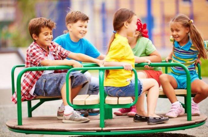 Cabe aos responsáveis a vigilância dos seus filhos nas áreas comuns do condomínio