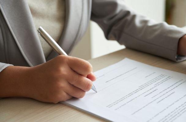 Quando houver conflito entre a Convenção do Condomínio e o Regimento Interno, qual das normas prevalecerá?