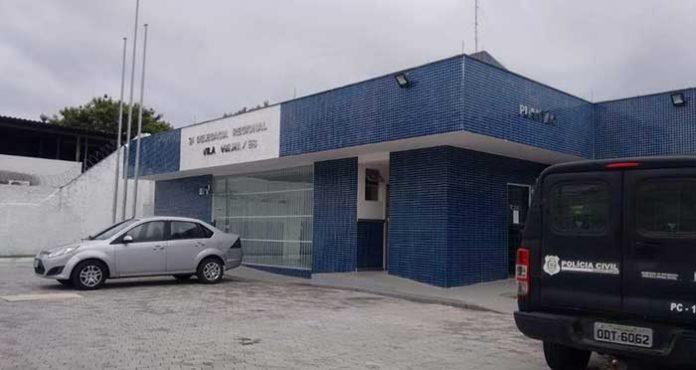 Briga em condomínio termina com homem esfaqueado em Vila Velha.