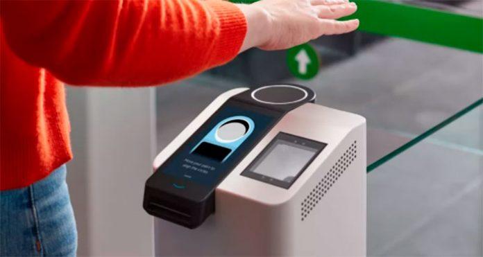 'Amazon One' utiliza características da palma da mão para autenticar pagamentos ou acessos. — Foto: Amazon/Divulgação