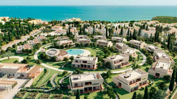 Empreendimento turístico é promovido pela Vanguard Properties e tem 55 villas e apartamentos. Representa um investimento de 24 milhões.