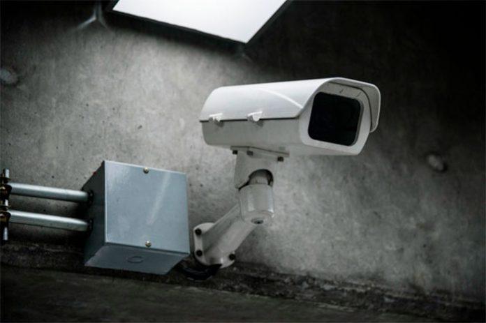 câmera de segurança de um condomínio