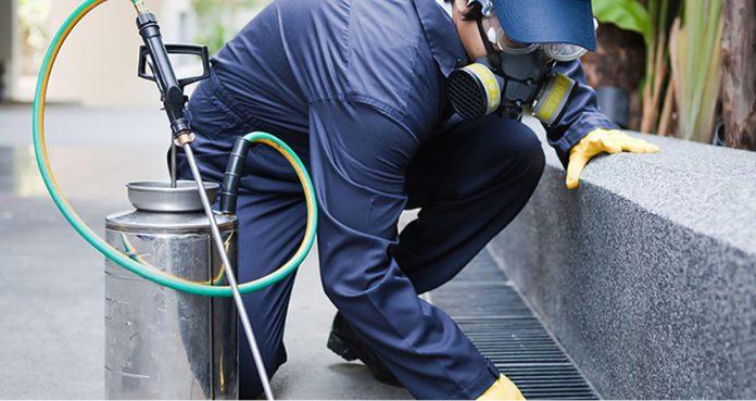 A limpeza também é parte da manutenção de um condomínio